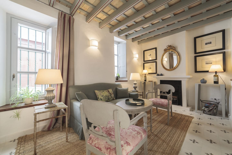 Salon de habitación de hostal Casa Shelly en Vejer de la frontera | Amplio hostal en costa de la luz con salón habitación diseño acogedor